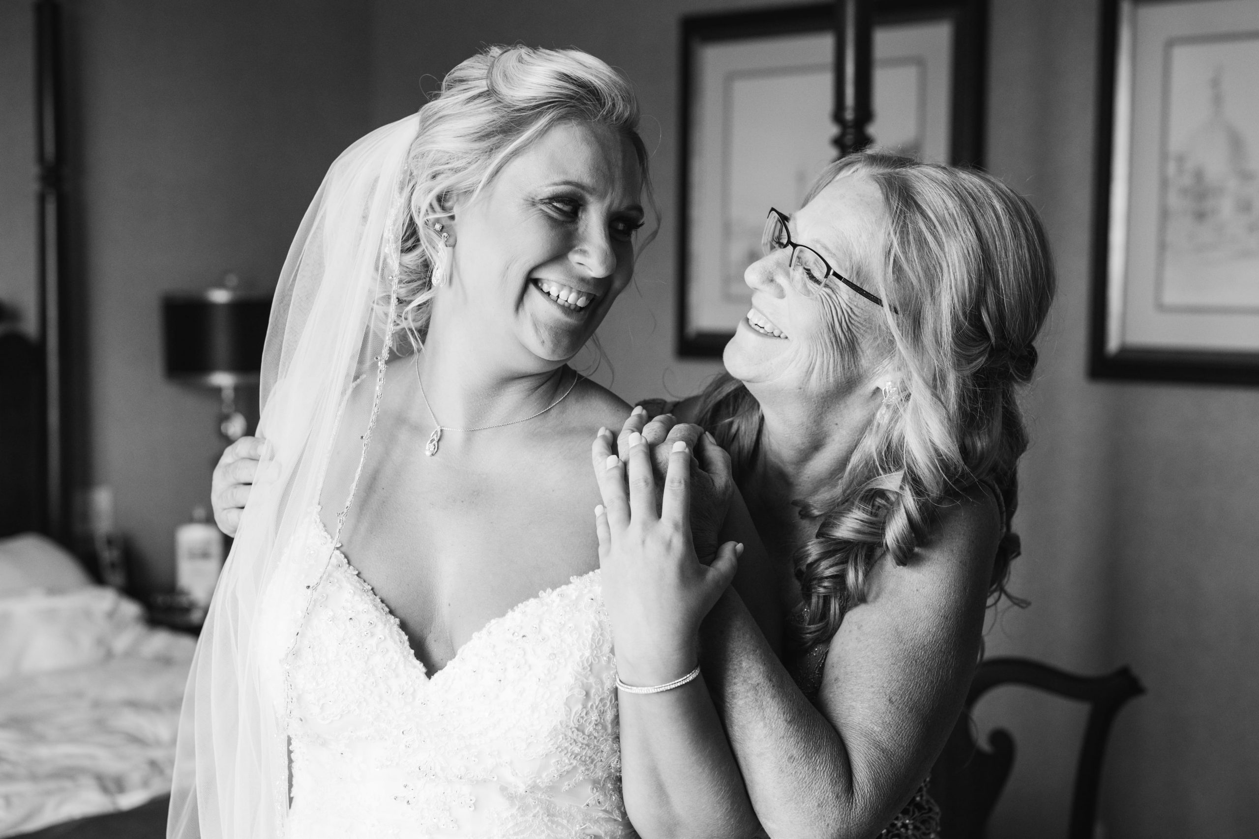 mom and bride pre-ceremony