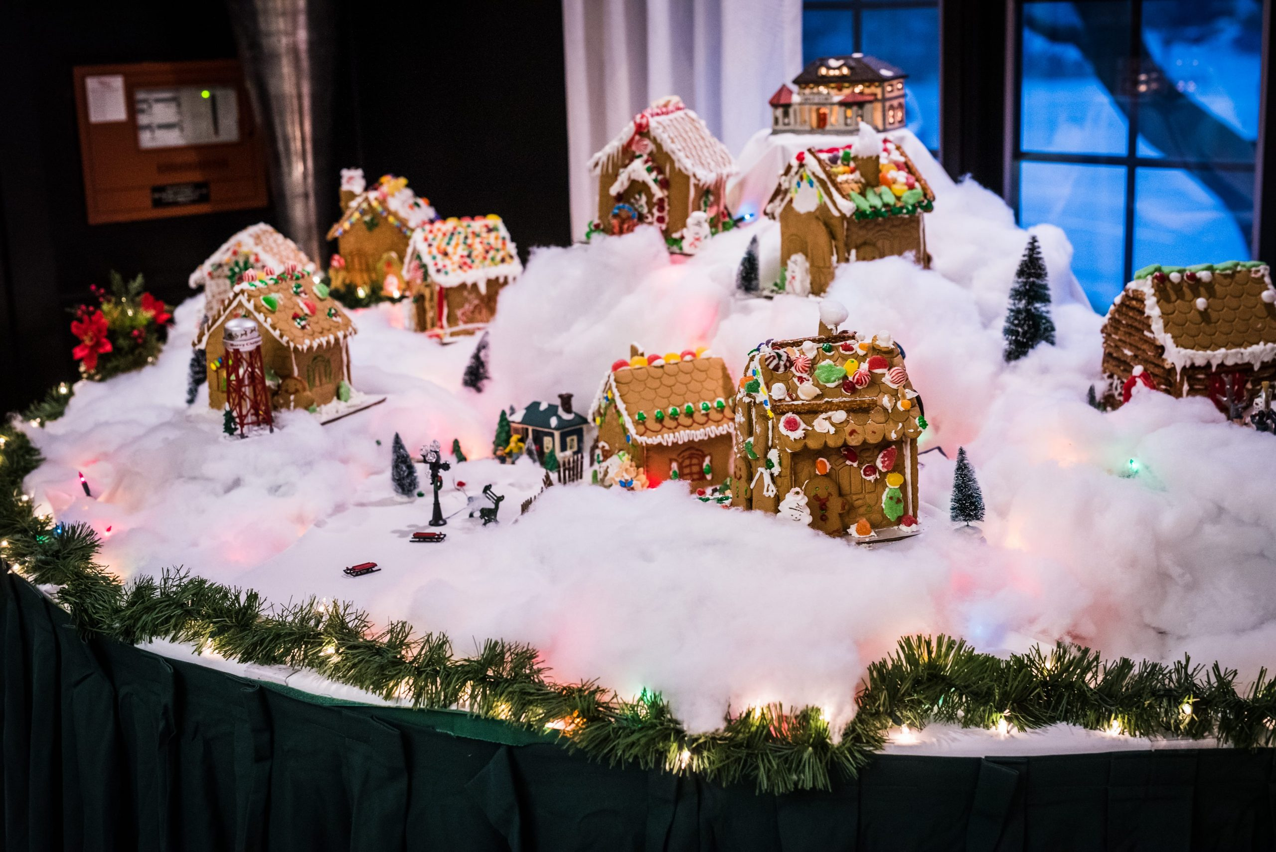gingerbread houses wedding reception decorations