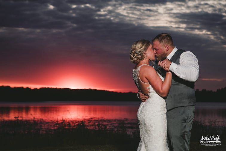 special wedding moments during sunset romantics