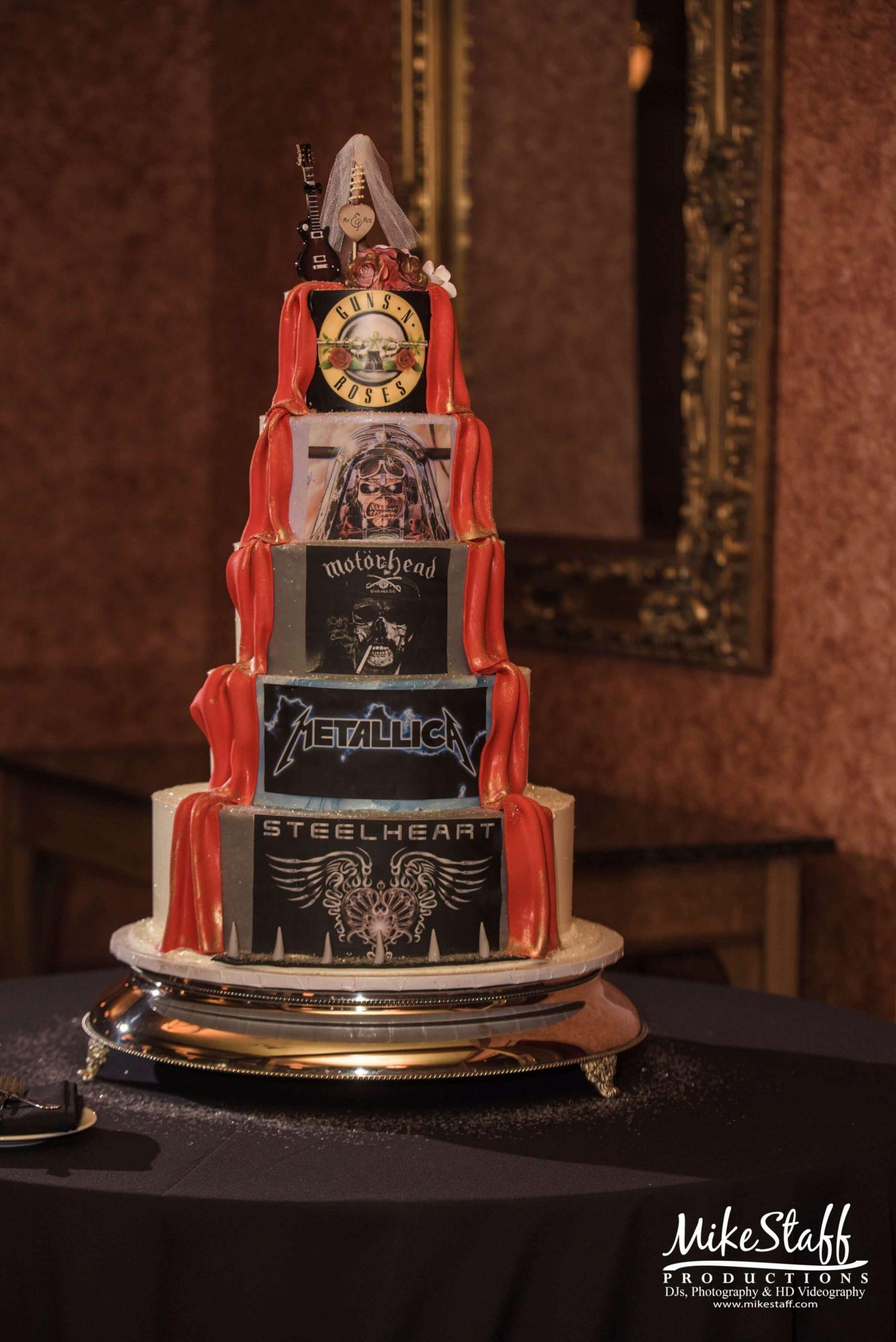 rock n roll wedding cake