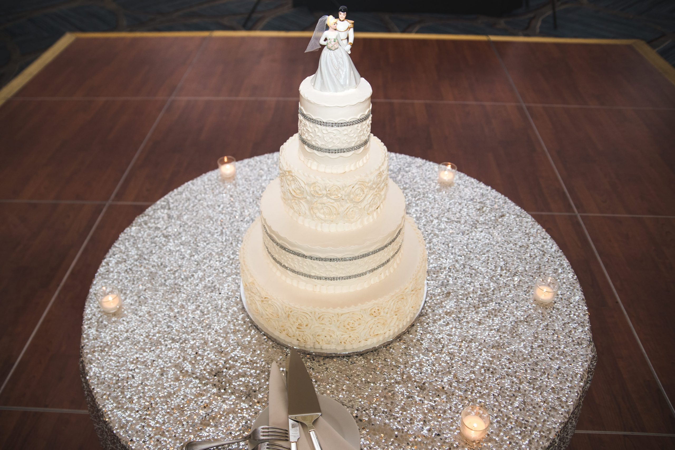 grand wedding cake table