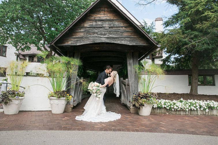Addison Oaks outdoor wedding