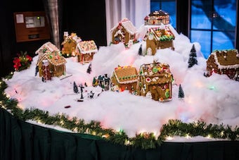Gingerbread houses at wedding