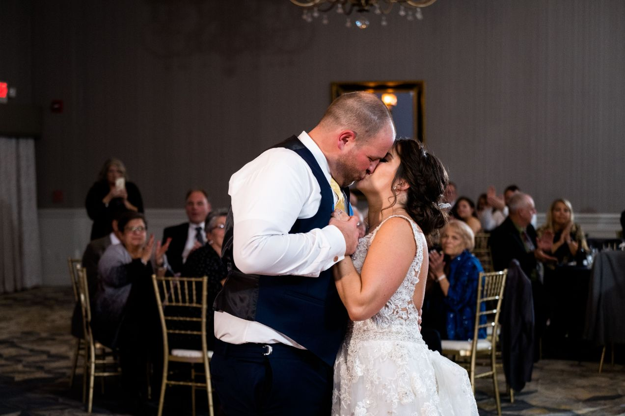amanda and anthony kissing first dance