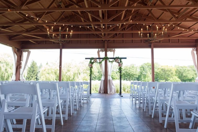 fox hills outdoor wedding ceremony