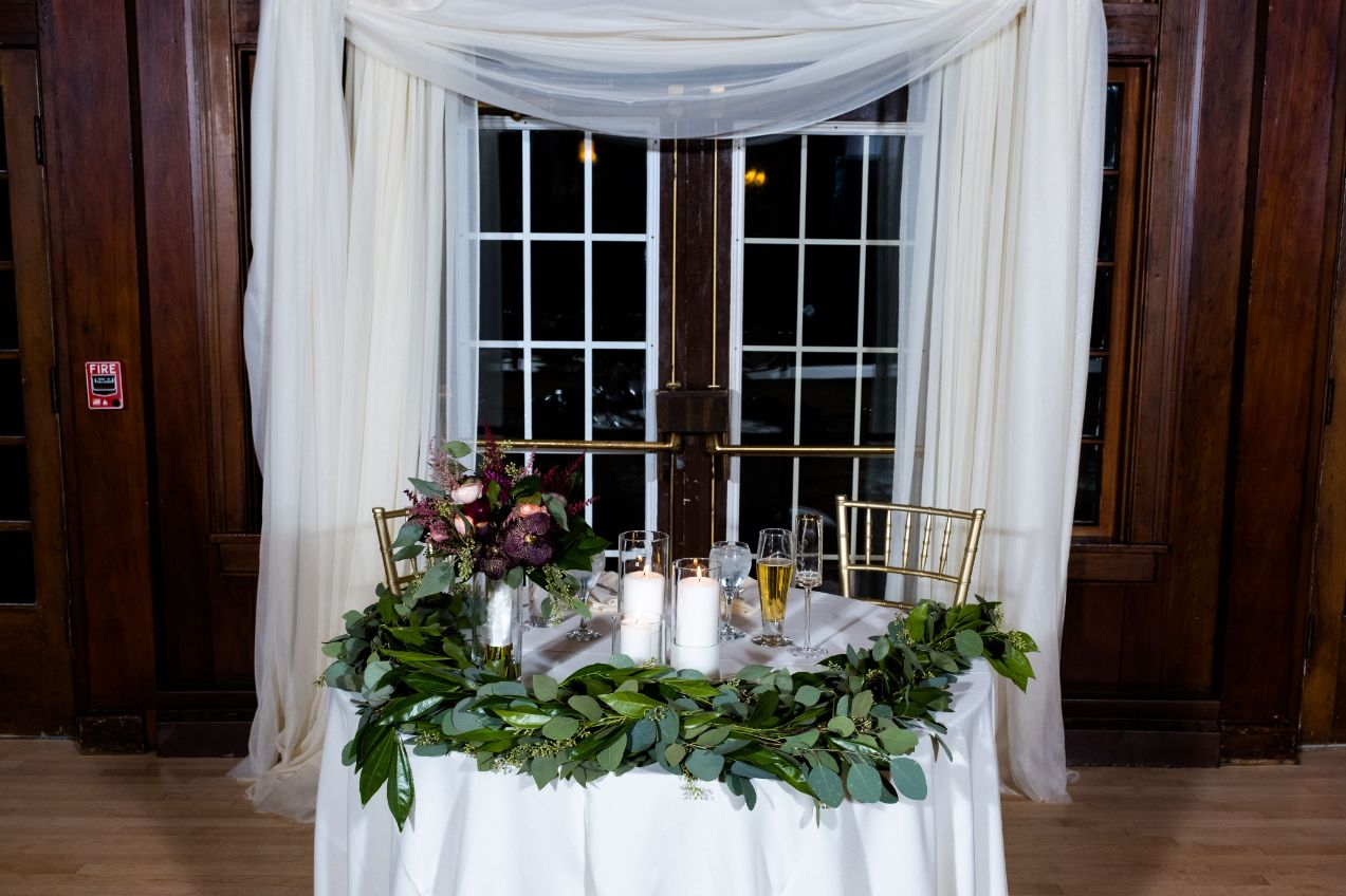 sweetheart table at waldenwoods