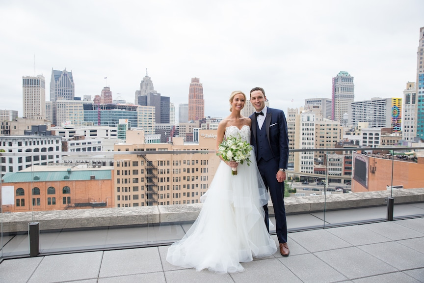 bride and groom detroit skyline