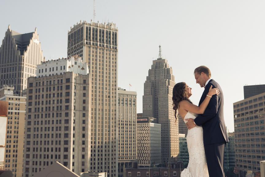 bride jen downtown detroit skyline