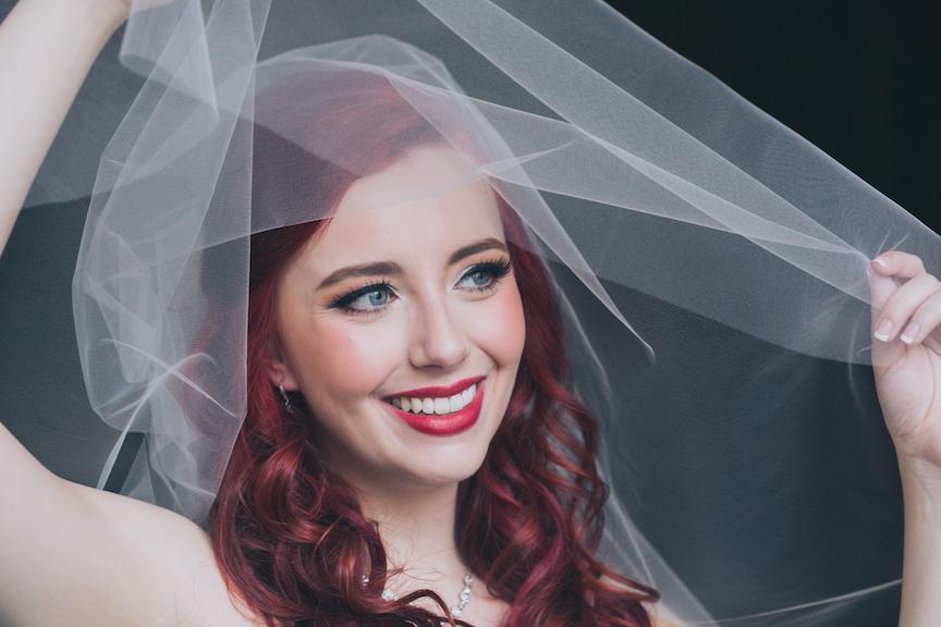 bride red hair veil