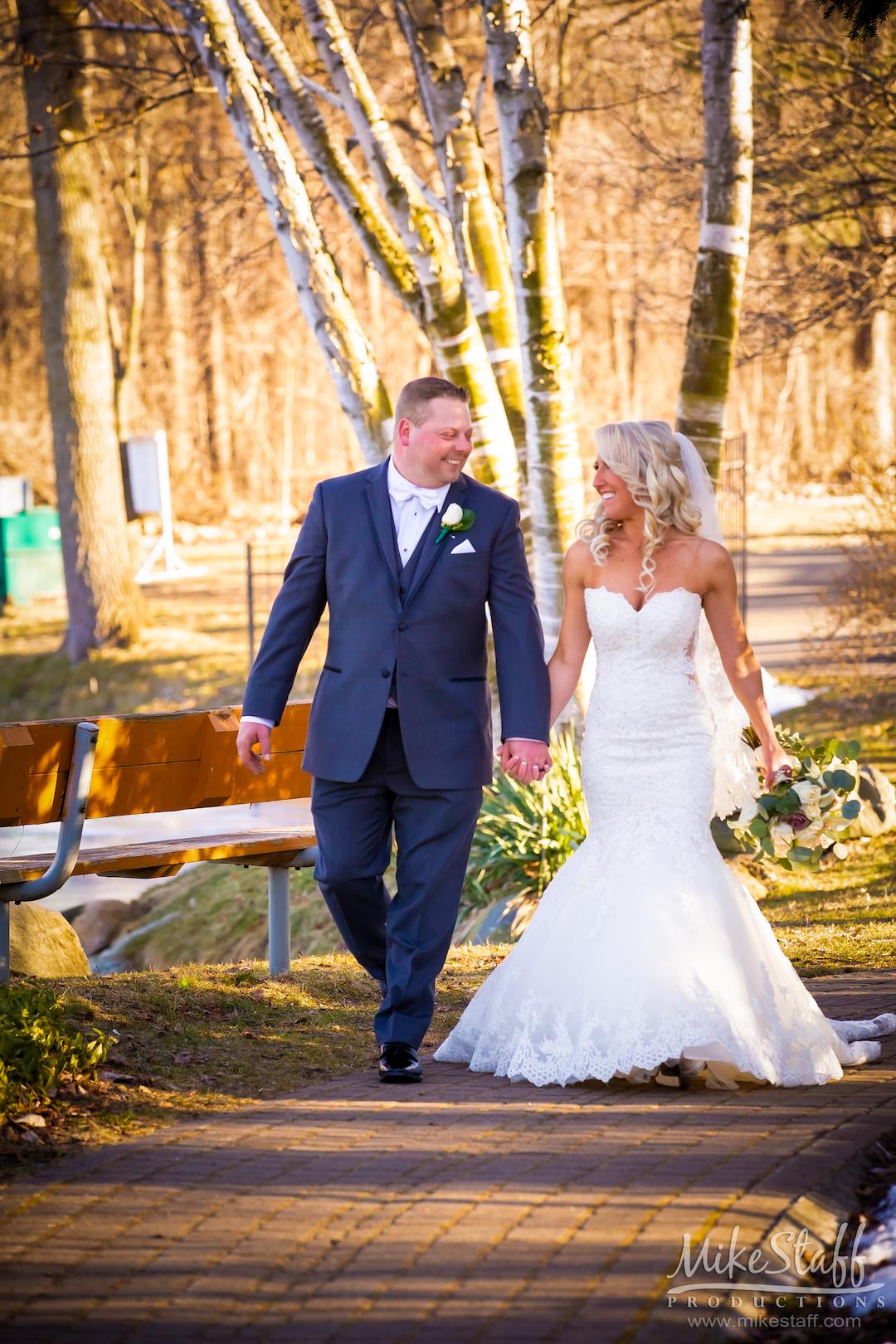 wedding photos at heritage gardens